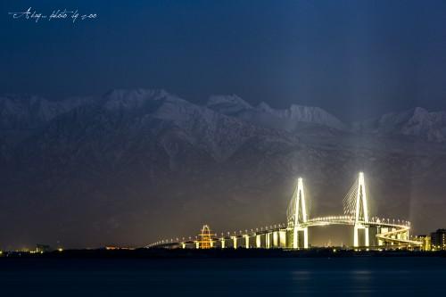 立山連峰と新湊大橋