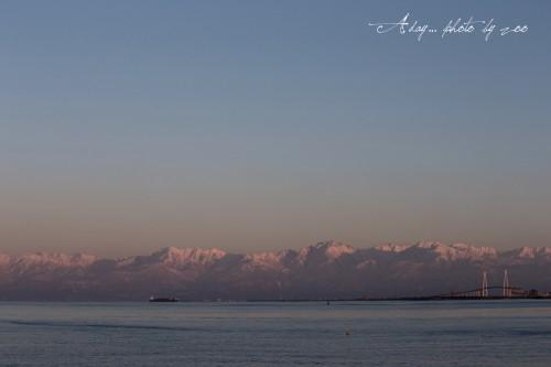 海越しの立山連峰の夕景